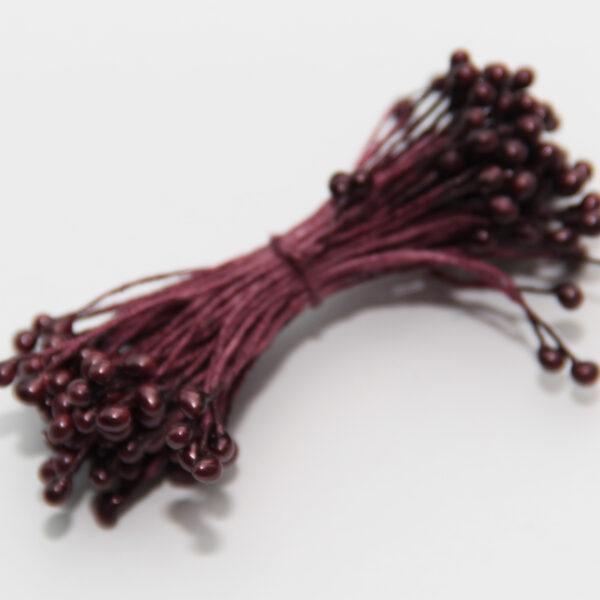 Тычинки темно-бордовые