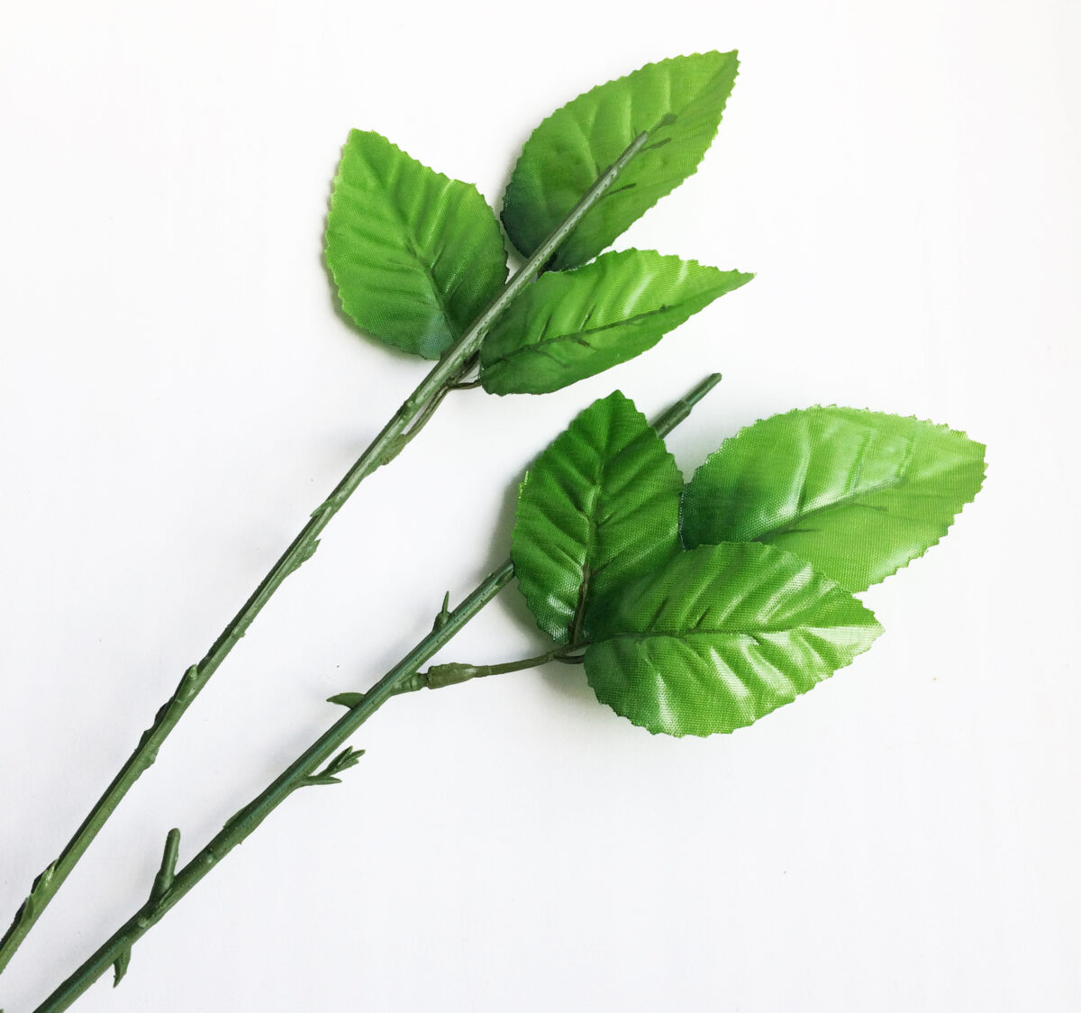Стебель розы 45 см с тремя листьями