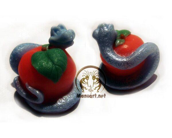 Змейка на яблоке 3D